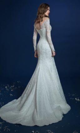 Кружевное свадебное платье-трансформер с впечатляющим шлейфом.