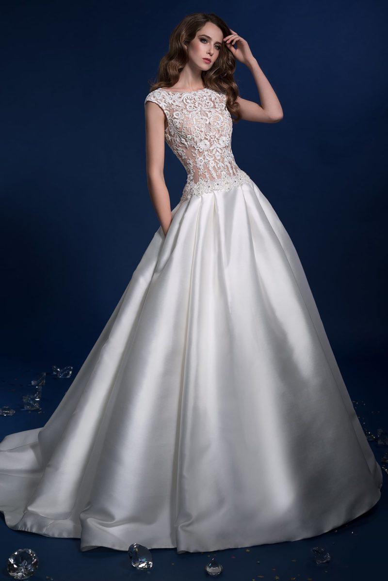 Роскошное свадебное платье с пышной юбкой, дополненной карманами.