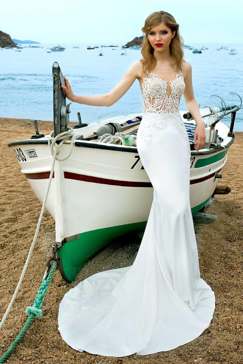 Свадебное платье с шифоновой юбкой «рыбка» со шлейфом и верхом из кружева.
