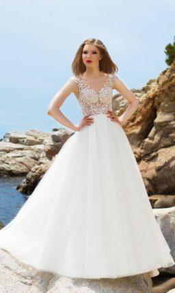 Пышное свадебное платье с неповторимой ажурной спинкой и таким же чувственным лифом.