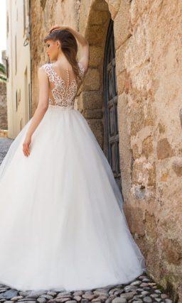 Торжественное свадебное платье с юбкой из тюльмарина и ажурным верхом.
