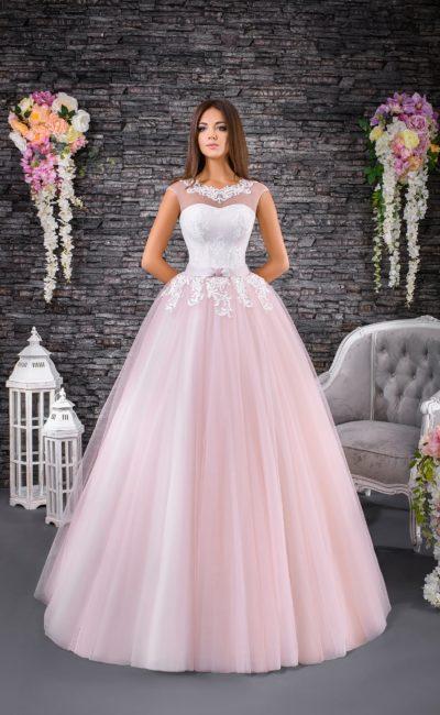 Величественное свадебное платье с юбкой из розового тюльмарина и закрытым лифом.