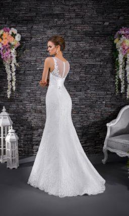 Кружевное свадебное платье с деликатной юбкой «рыбка» и тонкой вставкой над лифом.