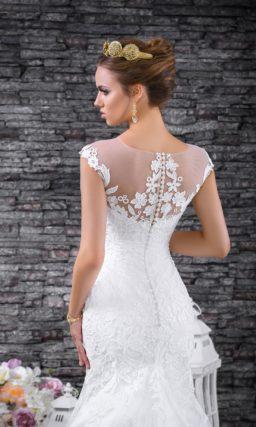 Ажурное свадебное платье «русалка» с царственным шлейфом сзади.