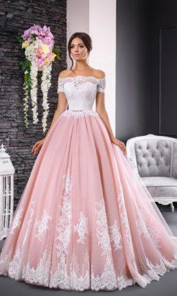 Великолепное свадебное платье с пышной розовой юбкой и белым кружевным корсетом.