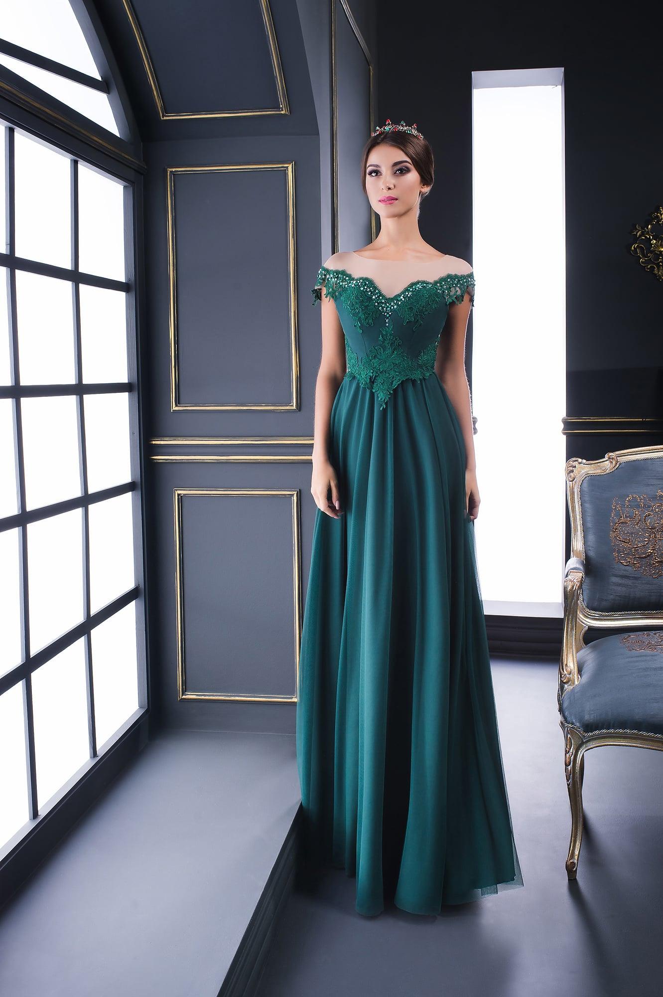 7511ed3acd1 Вечернее платье в пол с портретным декольте