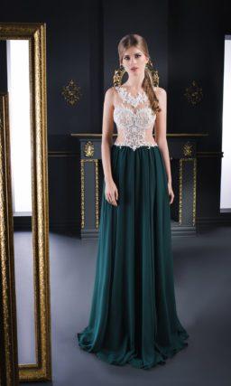Стильное вечернее платье с бежевым верхом и длинной изумрудной юбкой.