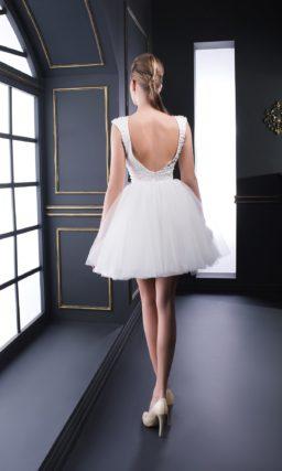 Короткое белое вечернее платье