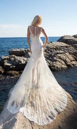 Стильное свадебное платье с полупрозрачной нижней юбкой и пышной верхней.