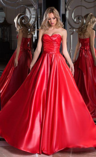 Ярко-красное вечернее платье