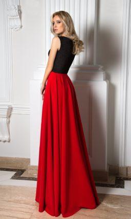 Красное платье с черным верхом