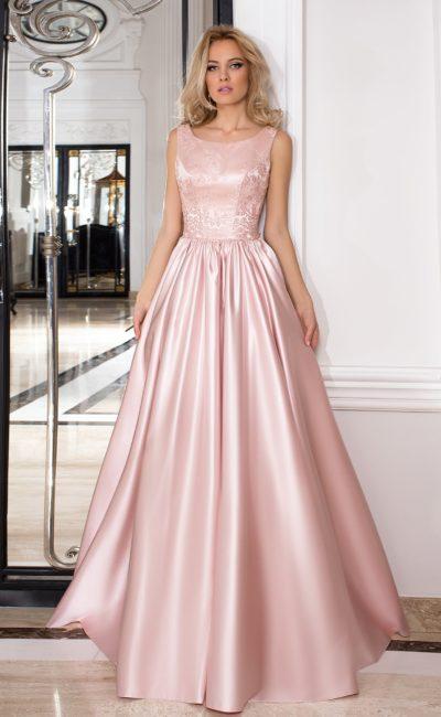 Шикарное вечернее платье из фактурной розовой ткани, с вырезом на спине и пышной юбкой.