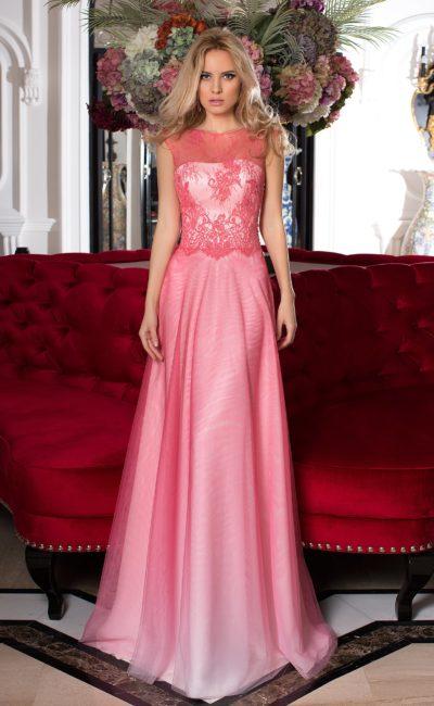Персиковое вечернее платье с белоснежной подкладкой и закрытым верхом.