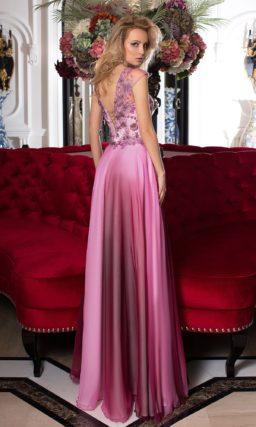 Вечернее платье с многослойной прямой юбкой и закрытым верхом с аппликациями.