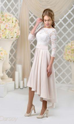 Стильное свадебное платье с укороченным спереди подолом и закрытым верхом.