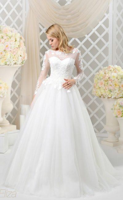 Торжественное свадебное платье с закрытым верхом и декольте на спинке.