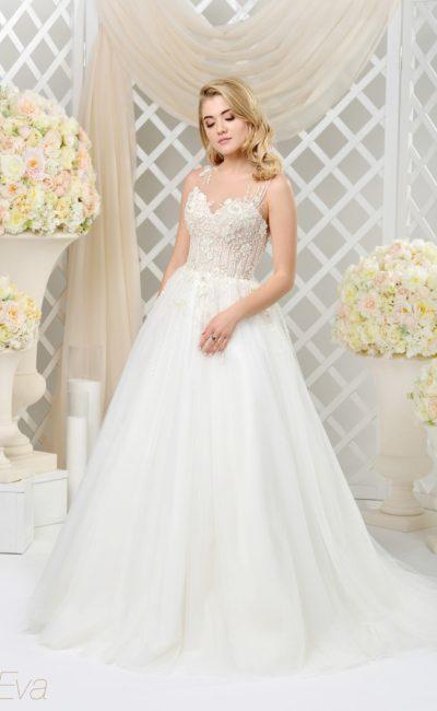 Пышное свадебное платье с романтичной отделкой корсета аппликациями.