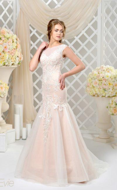 Необычное свадебное платье «русалка» нежного розового цвета с объемным декором.