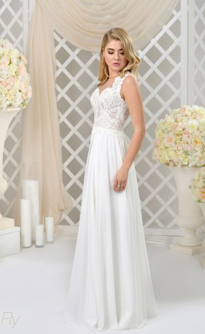 Стильное прямое свадебное платье с полупрозрачным фигурным вырезом сзади.