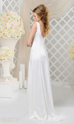 Недорогое платье из сияющего атласа