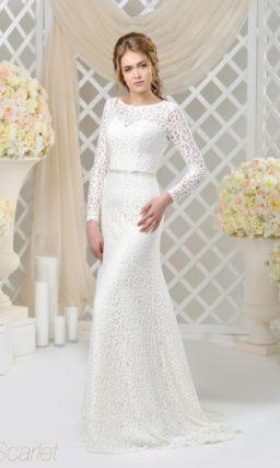 Кружевное свадебное платье с вырезом под горло и длинным плотным рукавом.