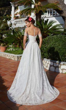 Стильное свадебное платье «принцесса» с прозрачным рукавом и роскошным кружевным декором.