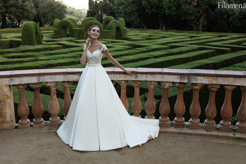 bd0549fd445 Свадебное платье La Petra Filomena. 🔍. new. Классическое свадебное платье  с кружевным корсетом и юбкой из плотного атласа со шлейфом.
