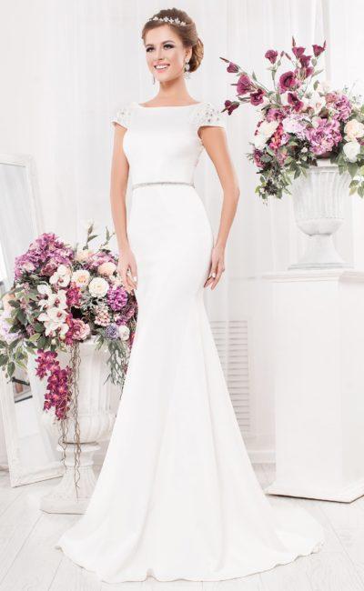 Облегающее свадебное платье «русалка» с коротким рукавом и открытой спиной.