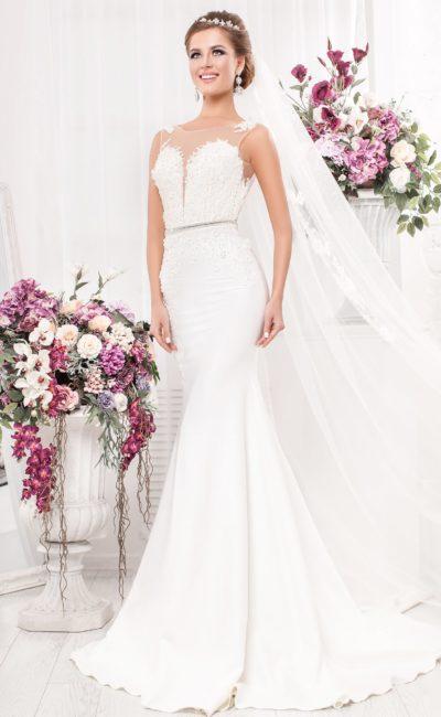 Свадебное платье «русалка»  с открытой спинкой и отделкой аппликациями.