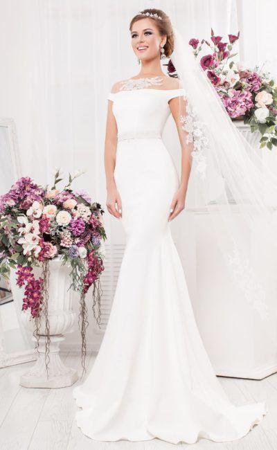 Оригинальное свадебное платье с аппликациями на тонкой ткани и юбкой «русалка».