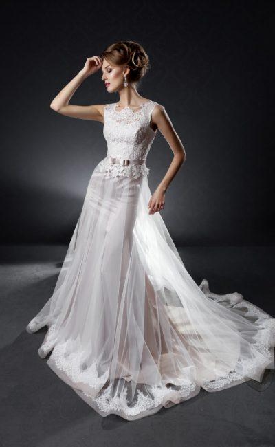 Свадебное платье с юбкой «русалка» с полупрозрачным верхом и длинным рукавом.