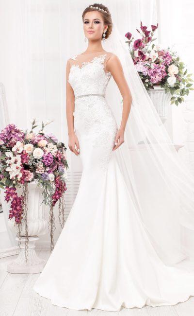 Свадебное платье «русалка» с полупрозрачными вставками на лифе, украшенными кружевом.