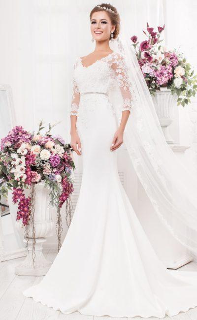 Эффектное свадебное платье с длинным кружевным рукавом и юбкой «русалка».