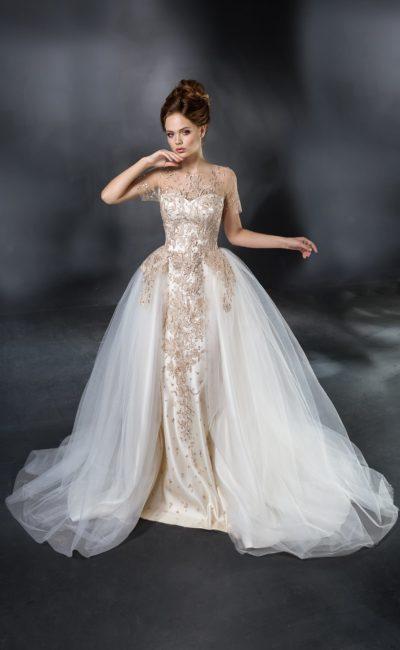 Роскошное свадебное платье пышного кроя с потрясающей золотистой вышивкой.