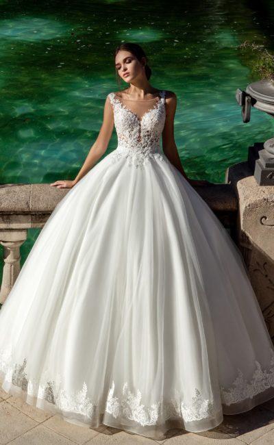 Шикарное свадебное платье с пышным низом и соблазнительным ажурным корсетом.