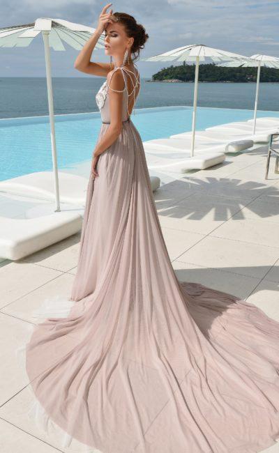 Розово-серое свадебное платье с шикарным длинным шлейфом и кружевным лифом.