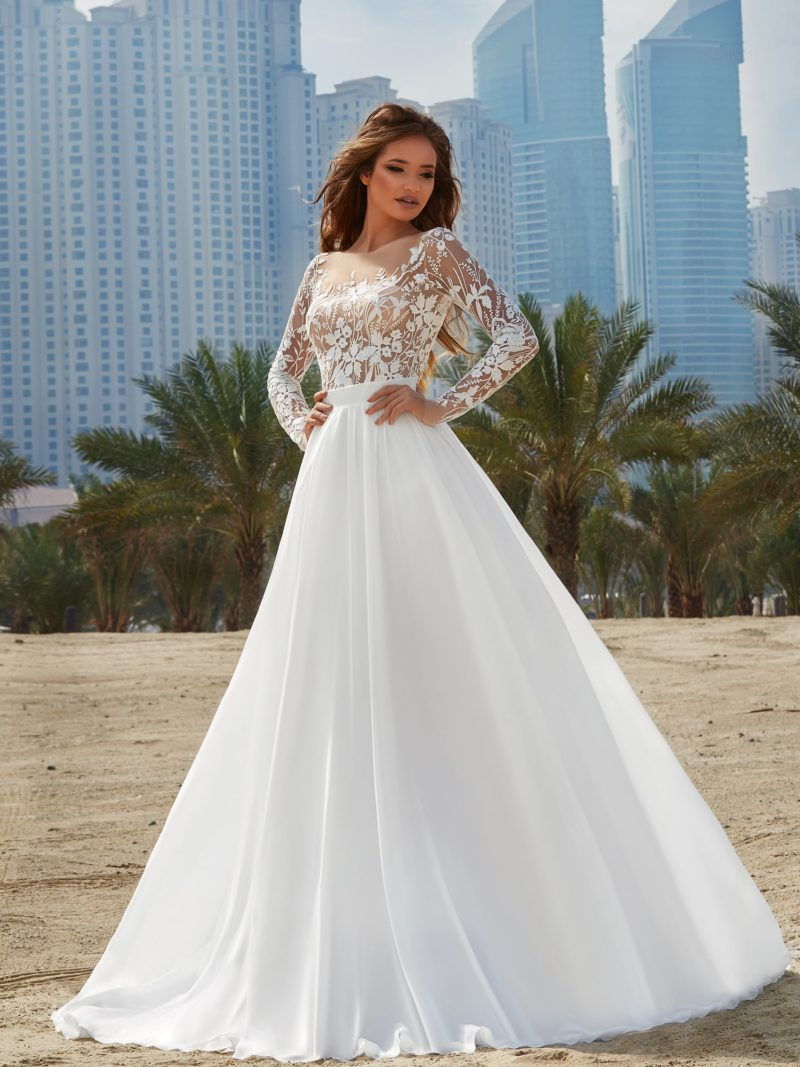 Потрясающее свадебное платье «принцесса» с бежевым лифом, покрытым белым декором.