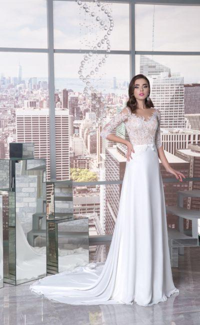 Прямое свадебное платье с бежевой подкладкой кружевного корсета и белой юбкой.