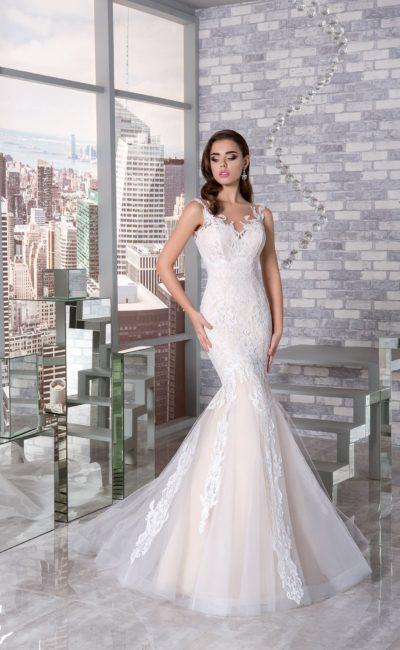Кружевное свадебное платье силуэта «русалка» с подкладкой цвета слоновой кости.