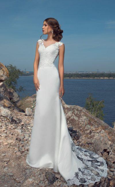 Пляжное свадебное платье с шикарным шлейфом и тонкой кружевной вставкой на спине.