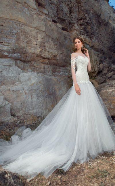 Пляжное свадебное платье «рыбка» с эффектной талией и длинным рукавом.