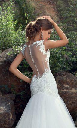 Пляжное свадебное платье «рыбка» с облегающим кружевным верхом.