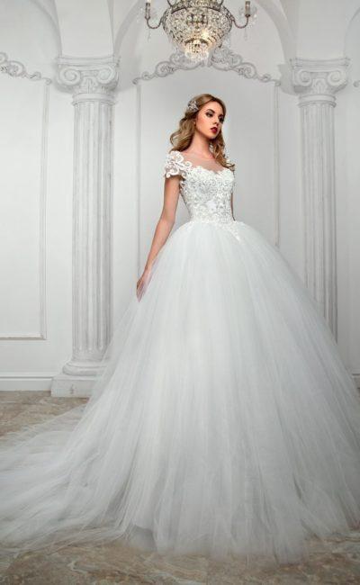 Великолепное свадебное платье с юбкой из тюльмарина и вышивкой на корсете.