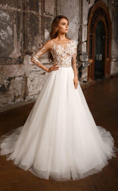 Нежное свадебное платье А-силуэта с прозрачным рукавом и объемными аппликациями.
