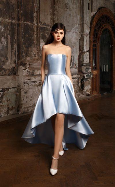 свадебное платье асимметричной длины из голубого атласа