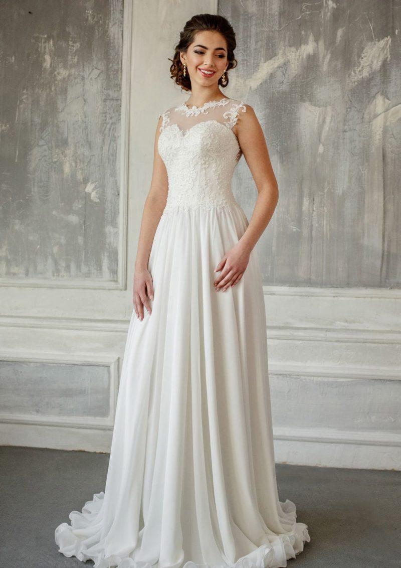 Прямое свадебное платье с закрытым лифом и полупрозрачной вставкой на спинке.