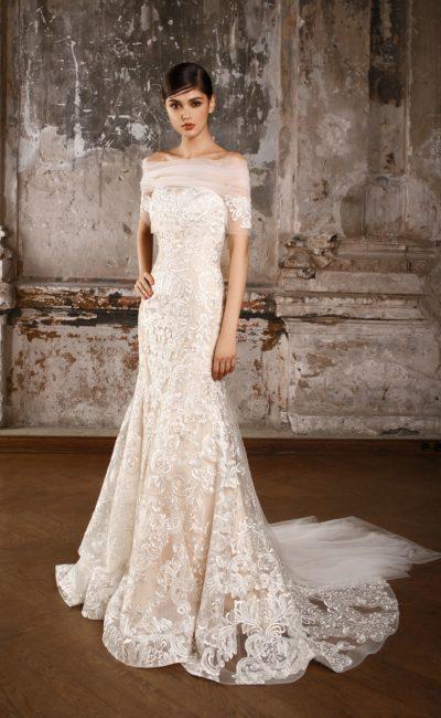 Кружевное свадебное платье «русалка» с эффектным шлейфом и прозрачным болеро.