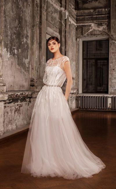 Свадебное платье-трансформер с лаконичной основой и романтичным тонким верхом.