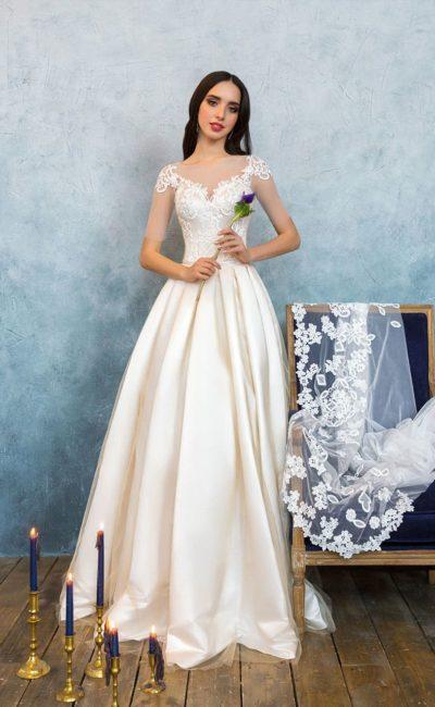 Платье из молочного атласа