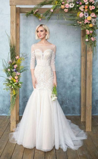Оригинальное свадебное платье «русалка» с длинным рукавом и стильной вышивкой.